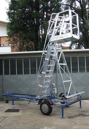 Towable tank ladder