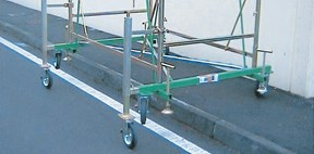 Leveller for steel scaffoldings
